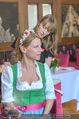 Kristina Sprenger Fotoshooting - Wiener Wiesn Riesenrad - Do 09.06.2016 - Kristina SPRENGER backstage vor dem Shooting bei Styling6