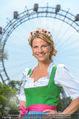 Kristina Sprenger Fotoshooting - Wiener Wiesn Riesenrad - Do 09.06.2016 - Kristina SPRENGER (Portrait vor Riesenrad)61