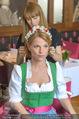 Kristina Sprenger Fotoshooting - Wiener Wiesn Riesenrad - Do 09.06.2016 - Kristina SPRENGER backstage vor dem Shooting bei Styling7