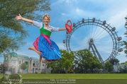 Kristina Sprenger Fotoshooting - Wiener Wiesn Riesenrad - Do 09.06.2016 - Kristina SPRENGER75