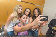 Miss Austria 2016 - Casino Baden - Do 23.06.2016 - Julia FURDEA Selfie mit Kandidatinnen149