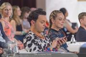 Miss Austria 2016 - Casino Baden - Do 23.06.2016 - Julian FM ST�CKEL beim Nachpudern, Schminken360