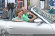 Fete Imperiale - Spanische Hofreitschule - Fr 24.06.2016 - Manfred und Miriam AINEDTER im Porsche Cabrio4