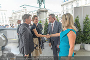 Raiffeisen Sommerfest - Albertina Vorplatz - Do 30.06.2016 - Heinrich SCHALLER, Claudia STEINECKER, Tobias MORETTI mit Julia4