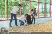Ai Weiwei Opening - 21er Haus - Di 12.07.2016 - AI Weiwei mit Begleitung, u.a. Freundin Wang FEN13