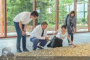 Ai Weiwei Opening - 21er Haus - Di 12.07.2016 - AI Weiwei mit Begleitung, u.a. Freundin Wang FEN14