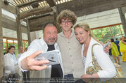Ai Weiwei Opening - 21er Haus - Di 12.07.2016 - AI Weiwei, Euke FRANK mit Sohn Luis97