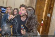 Fashion for Europe - Staatsoper - Do 14.07.2016 - Katharina NAHLIK mit Freund Josh62
