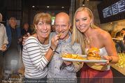 Opening - Le Burger Restaurant - Di 09.08.2016 - Nadine FRIEDRICH, Andy LEE-LANG, Claudia KRISTOVIC-BINDER1
