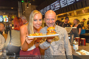Opening - Le Burger Restaurant - Di 09.08.2016 - Nadine FRIEDRICH, Andy LEE-LANG3