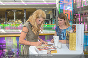 VIP Opening - Plus City Linz - Mi 31.08.2016 - Michelle HUNZIKER beim meet & greet46