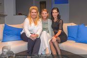 Bühnenfotos Honigmond - Stadttheater Berndorf - Mo 05.09.2016 - Kristina SPRENGER, Susanna HIRSCHLER, Adriana ZARTL2