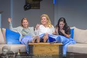Bühnenfotos Honigmond - Stadttheater Berndorf - Mo 05.09.2016 - Kristina SPRENGER, Susanna HIRSCHLER, Adriana ZARTL81
