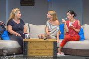 Bühnenfotos Honigmond - Stadttheater Berndorf - Mo 05.09.2016 - Kristina SPRENGER, Susanna HIRSCHLER, Adriana ZARTL93