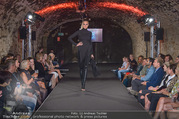 Runway Fashion Show - Kattus Sektkellerei - Di 06.09.2016 - Model am Laufsteg, Modenschau36