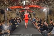 Runway Fashion Show - Kattus Sektkellerei - Di 06.09.2016 - Model am Laufsteg, Modenschau42