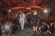 Runway Fashion Show - Kattus Sektkellerei - Di 06.09.2016 - Model am Laufsteg, Modenschau44
