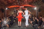 Runway Fashion Show - Kattus Sektkellerei - Di 06.09.2016 - Model am Laufsteg, Modenschau45
