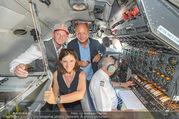 Breitling Super Constellation - Flughafen Wien Schwechat - Fr 09.09.2016 - Thomas MORGENSTERN, Ingrid THURNHER, Peter KELLNER im Cockpit1