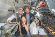 Breitling Super Constellation - Flughafen Wien Schwechat - Fr 09.09.2016 - Thomas MORGENSTERN, Ingrid THURNHER, Peter KELLNER im Cockpit64