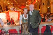 10. Trachtenpärchenball Teil 1 - Rathaus - Fr 09.09.2016 - Michael H�UPL mit Ehefrau Barbara (H�RNLEIN)103