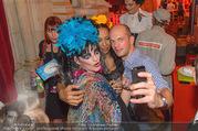 10. Trachtenpärchenball Teil 1 - Rathaus - Fr 09.09.2016 - Nina HAGEN (Selfies mit Fans)248