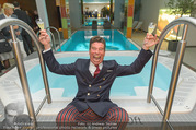Re-Opening - LeMeridien - Mo 19.09.2016 - Mat SCHUH im Poolbereich des Hotels121
