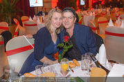 Life goes on Gala - Rathaus - Sa 15.10.2016 - Michael HIRTE mit Ehefrau Jenny (Jennifer)1