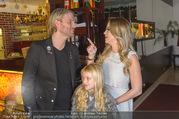Cathy Lugner Geburtstagsfeier - Restaurant Angelo - Sa 10.12.2016 - Cathy LUGNER mit Tochter Leonie, Robin BADE30