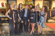 Richard Lugner bei Modenschau - Miss Moda Lugner City - Sa 10.12.2016 - Richard LUGNER mit Models, Lusy SKAYA1