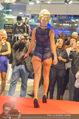 Richard Lugner bei Modenschau - Miss Moda Lugner City - Sa 10.12.2016 - Modenschau, Laufstegfoto10