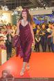 Richard Lugner bei Modenschau - Miss Moda Lugner City - Sa 10.12.2016 - Modenschau, Laufstegfoto12