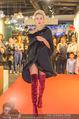 Richard Lugner bei Modenschau - Miss Moda Lugner City - Sa 10.12.2016 - Modenschau, Laufstegfoto15