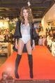 Richard Lugner bei Modenschau - Miss Moda Lugner City - Sa 10.12.2016 - Modenschau, Laufstegfoto16