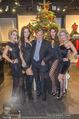 Richard Lugner bei Modenschau - Miss Moda Lugner City - Sa 10.12.2016 - Richard LUGNER mit Models3