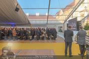 Erwin Pröll 70er Geburtstagsfeier - Stift Göttweig - Sa 17.12.2016 - G�ste verfolgen die Zeremonie in der Kirche auf der Vidiwall2