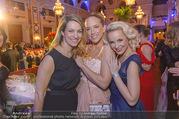 Ball der Wiener Wirtschaft - Hofburg - Sa 11.02.2017 - Diana LUEGER, Vera B�HNISCH, Fr�ulein MAI (Missy MAY)49