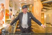 Lugner Kleidanprobe ohne Frau - Popp & Kretschmer - Sa 18.02.2017 - Richard LUGNER mit Kappe statt Hut Zylinder und Frack1