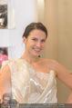Lugner Kleidanprobe ohne Frau - Popp & Kretschmer - Sa 18.02.2017 - Kristina WORSEG (HASELBAUER) probiert verschiedene Kleider an19