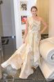 Lugner Kleidanprobe ohne Frau - Popp & Kretschmer - Sa 18.02.2017 - Kristina WORSEG (HASELBAUER) probiert verschiedene Kleider an20