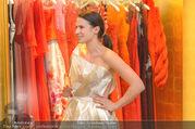 Lugner Kleidanprobe ohne Frau - Popp & Kretschmer - Sa 18.02.2017 - Kristina WORSEG (HASELBAUER) probiert verschiedene Kleider an24