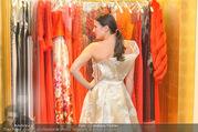 Lugner Kleidanprobe ohne Frau - Popp & Kretschmer - Sa 18.02.2017 - Kristina WORSEG (HASELBAUER) probiert verschiedene Kleider an25