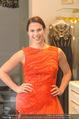 Lugner Kleidanprobe ohne Frau - Popp & Kretschmer - Sa 18.02.2017 - Kristina WORSEG (HASELBAUER) probiert verschiedene Kleider an29