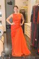 Lugner Kleidanprobe ohne Frau - Popp & Kretschmer - Sa 18.02.2017 - Kristina WORSEG (HASELBAUER) probiert verschiedene Kleider an30