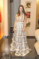 Lugner Kleidanprobe ohne Frau - Popp & Kretschmer - Sa 18.02.2017 - Kristina WORSEG (HASELBAUER) probiert verschiedene Kleider an32