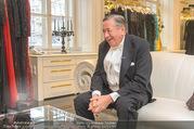Lugner Kleidanprobe ohne Frau - Popp & Kretschmer - Sa 18.02.2017 - Richard LUGNER im Frack35