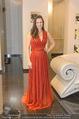Lugner Kleidanprobe ohne Frau - Popp & Kretschmer - Sa 18.02.2017 - Kristina WORSEG (HASELBAUER) probiert verschiedene Kleider an36