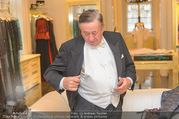 Lugner Kleidanprobe ohne Frau - Popp & Kretschmer - Sa 18.02.2017 - Richard LUGNER (der Frack zwickt und spannt)38