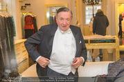 Lugner Kleidanprobe ohne Frau - Popp & Kretschmer - Sa 18.02.2017 - Richard LUGNER (der Frack zwickt und spannt)40