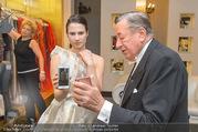 Lugner Kleidanprobe ohne Frau - Popp & Kretschmer - Sa 18.02.2017 - Kristina WORSEG am Telefon mit Arthur, Richard LUGNER52